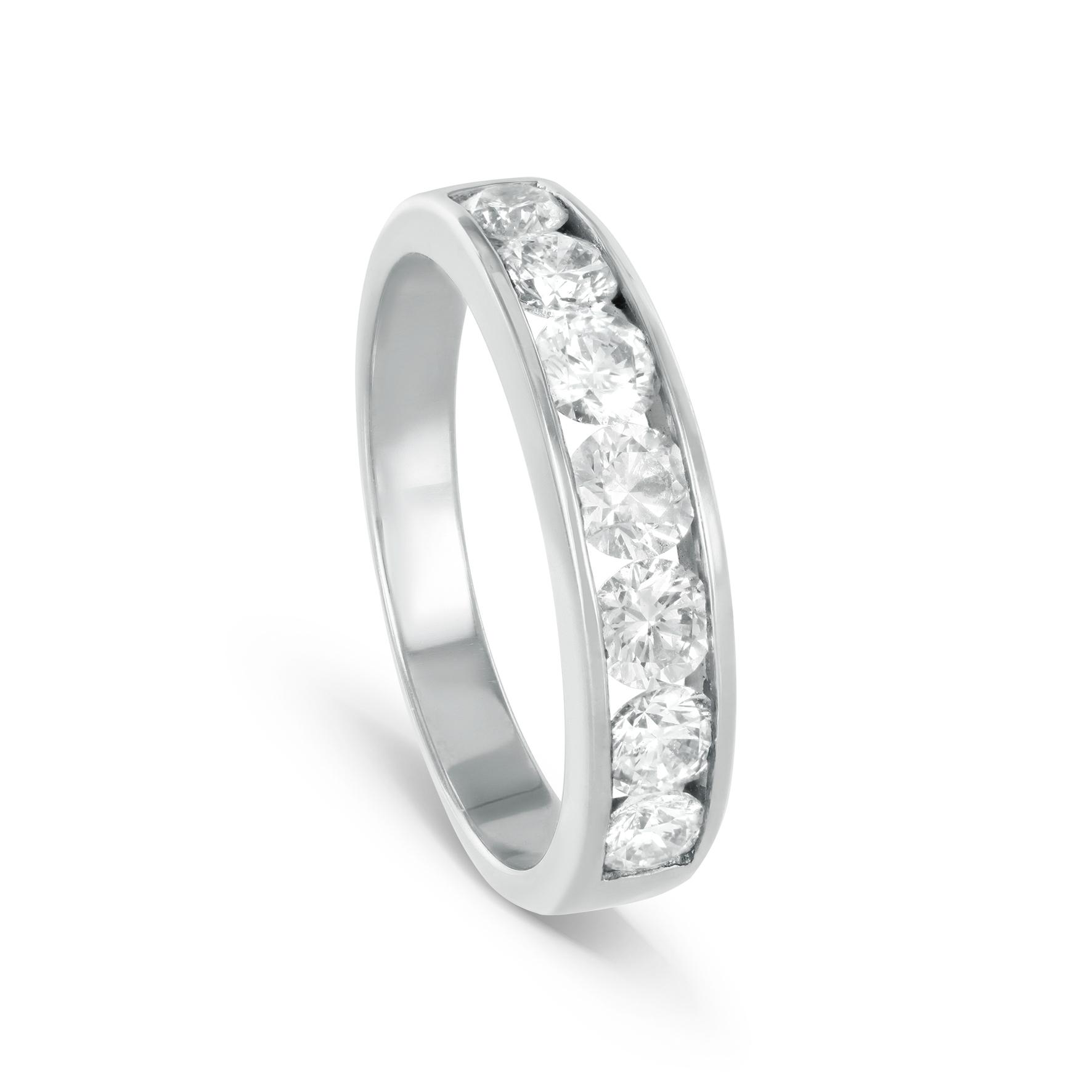 Мужские обручальные кольца с бриллиантами – купить мужское обручальное  кольцо с бриллиантом недорого 0690b9dce3186